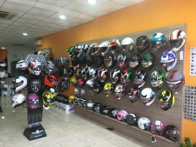 e4f2769e97d ... se traspasa boutique de ropa y accesorios para moto 14193308112.jpg  se traspasa boutique de ropa y accesorios para moto 14193308111.jpg