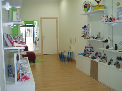 Zapateria infantil traspaso de negocios de calzado - Mobiliario de zapateria ...
