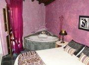 robledillo_armando_dormitorio_rosa_con_jacuzzi_1_1456782671.jpg