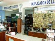 Se traspasa tienda de reparación de calzado y copias de llaves