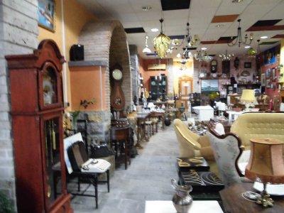 Traspaso tienda de muebles de segunda mano traspaso de for Busco muebles de segunda mano