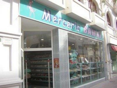 Mercer a moderna en autoservicio traspaso de negocios de mercer a y labores fuengirola m laga - Mobiliario para merceria ...