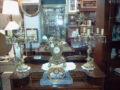 Tienda antiguedades traspaso de negocios de compra venta for Compra muebles barcelona