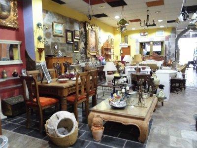 Traspaso tienda de muebles de segunda mano traspaso de for Muebles de segunda mano en malaga