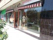 Salón de Peluquería y Estética junto con local comercial