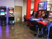 Se traspasa loca de apuestas con máquinas de juego y bar