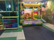 Parque de ocio infantil con cafetería y bar