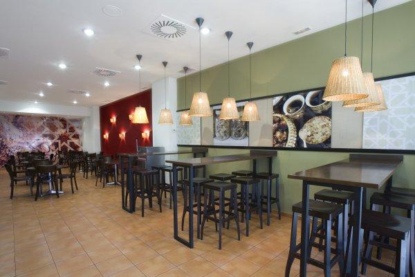 Fotos de la franquicia abbasid d ner kebab adk for Decoracion de comida